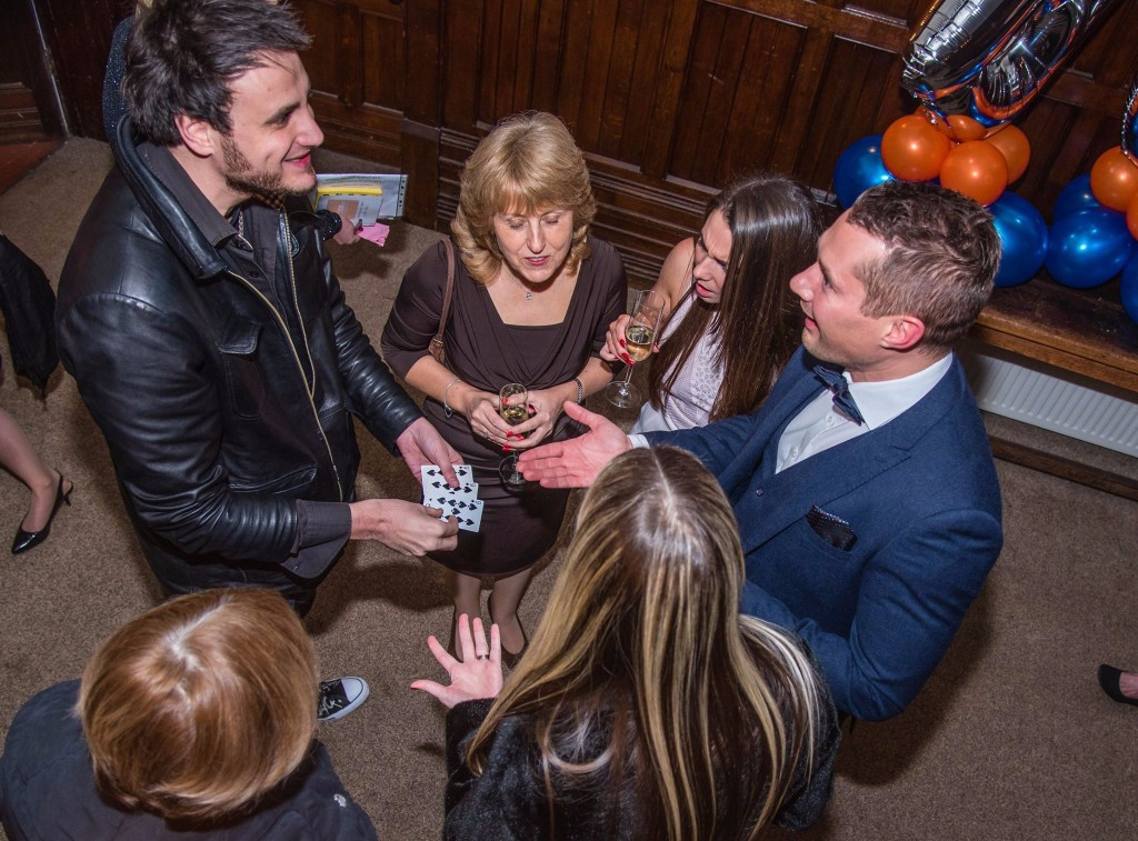 1 close up magician hire infiniti magic